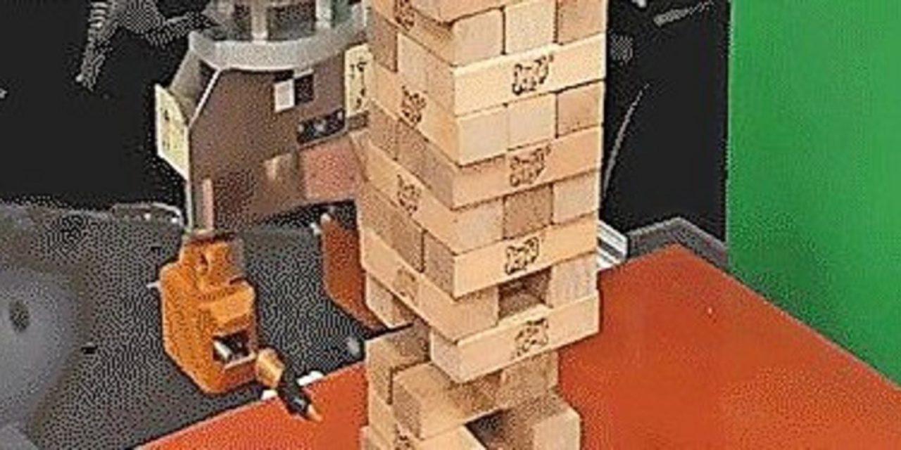 Ein Roboter spielt Jenga – und das sogar ganz gut