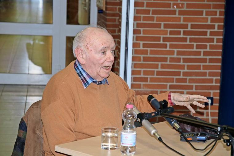 ZeitzeugeJurek Szarf erzählt seit Jahren in Schulen von seiner Kindheit im Ghetto Lodz und in den Konzentrationslagern der Nazis