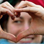Ein gebrochenes Herz ähnelt einem Herzinfarkt