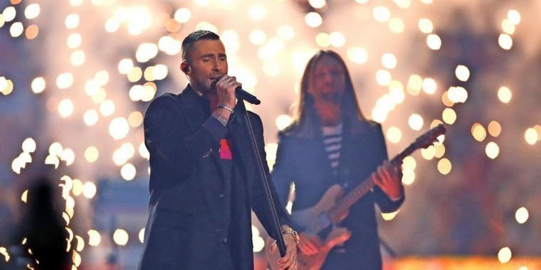 """""""Zum Einschlafen"""" – Twitter-Nutzer lästern über Auftritt von Maroon 5"""