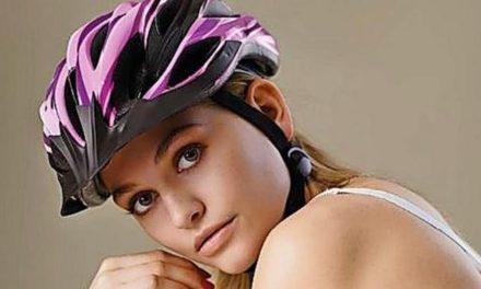 GNTM-Alicija wirbt für das Tragen von Fahrradhelmen – in Dessous