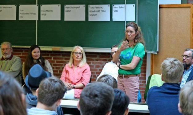 """""""Engagiert euch"""": Politiker-Appell an Timmendorfer Schüler"""
