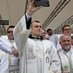 """Katholische Priester werden zu """"Influencern"""" ausgebildet"""