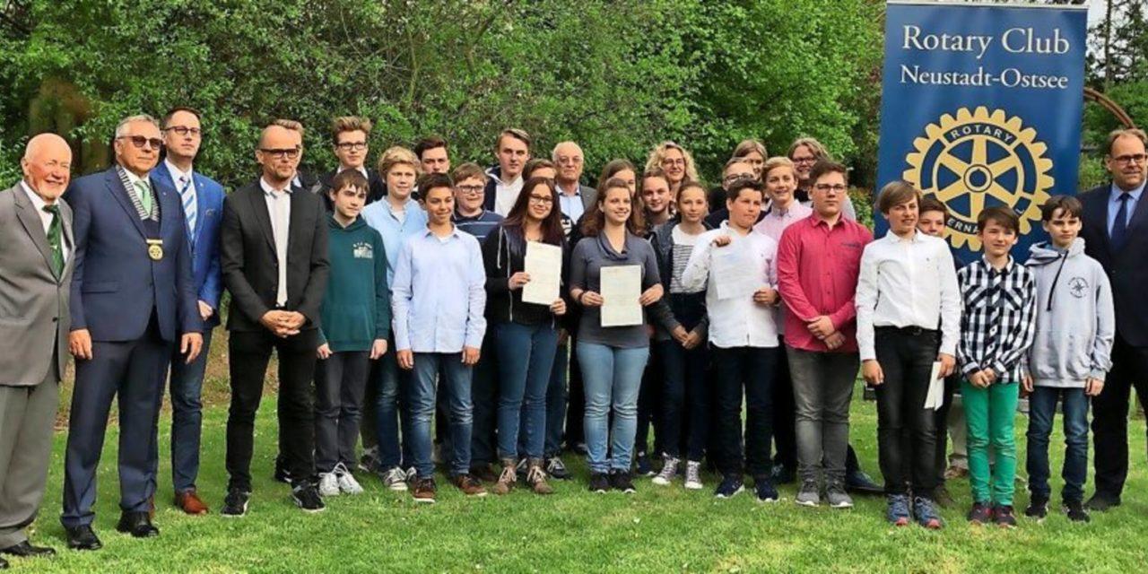 Mint-Wettbewerb: Rotary zeichnet Schülerprojekte aus