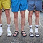 Socken in Badelatschen sind der neueste Trend