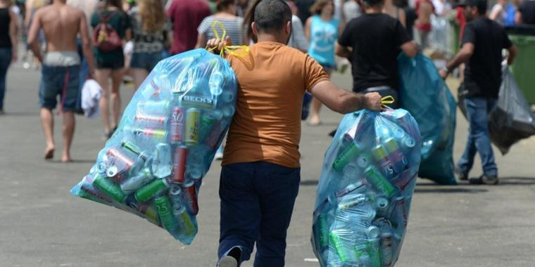 Wie ein Pfandsammler auf Festivals bis zu 23.000 Euro verdient