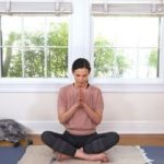 Instagrammerin @adrienelouise motiviert mit Yoga zur Selbstakzeptanz