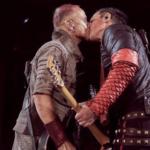 Liebesgrüße aus Russland: Rammstein knutschen auf der Bühne