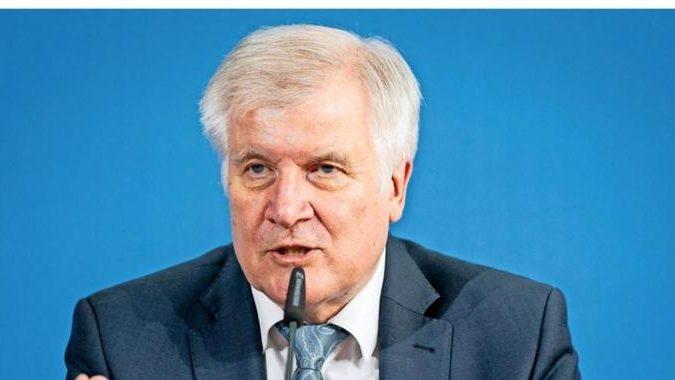 Innenminister Seehofer will intensivere Kontrollen an der Grenze