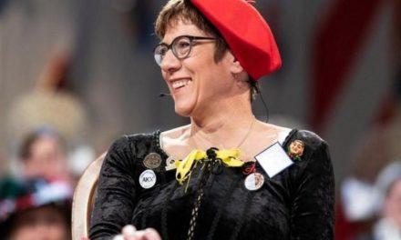 """Trotz umstrittenem Karnevalswitz: """"AKK"""" wird Sonderbotschafterin des Karnevals"""