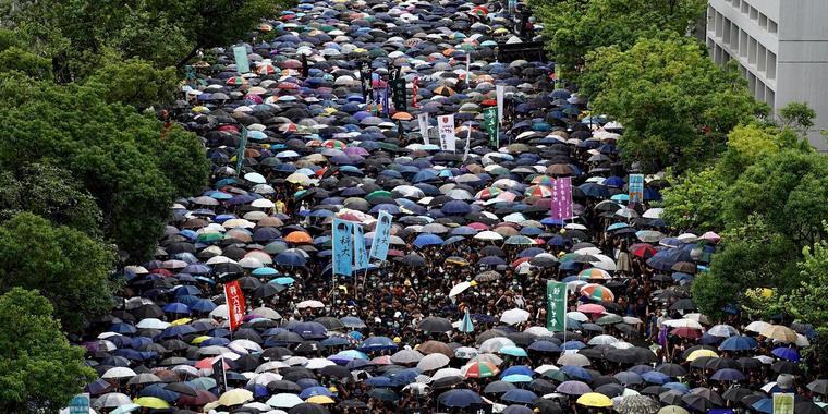 Nach Ausschreitungen in Hongkong: Schüler boykottieren Unterricht
