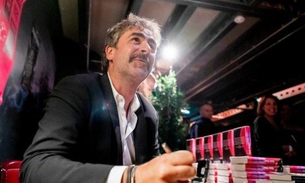Fest & Flauschig: Deniz Yücel spricht über seine Zeit im türkischen Knast