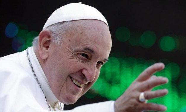 Papst entpuppt sich bei Twitter versehentlich als Football-Fan