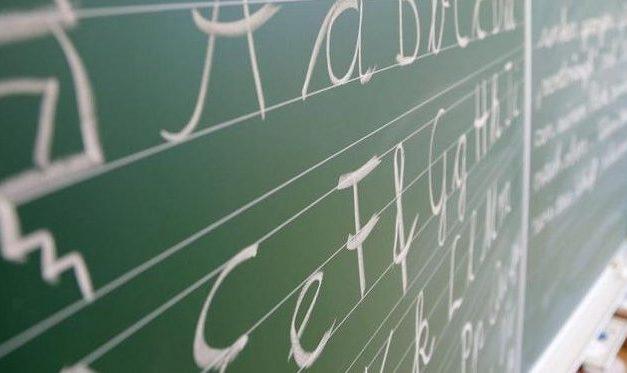 Damit sie nicht schummeln: Schüler müssen in Prüfung Kartons auf dem Kopf tragen