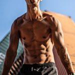Rostocker Straßensportler zeigt, wie man ohne Fitnessstudio in Form bleibt