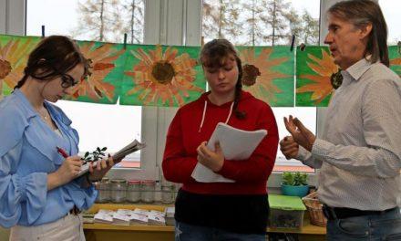 Neuburg bei Wismar: Hansa-Urgestein Axel Schulz liest Grundschülern vor