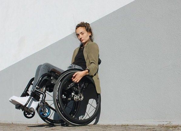 Rollstuhlfahrerin Amelie erzählt auf Instagram von Fußfetischisten und Dating-Horror