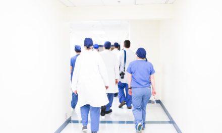 Wie eine Pflegefachfrau den Berufseinstieg während der Corona-Pandemie erlebt