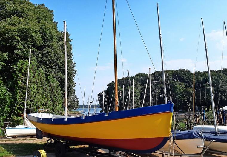 """Das Ausbildungsboot """"K 10"""", hier noch an Land in Stralsund"""