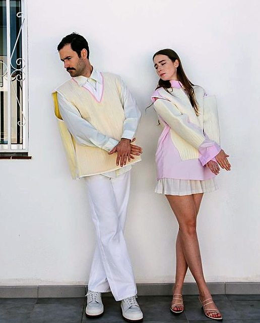 Isabelle und Nelson zeigen Partnerlooks mit bizarrem Humor auf Instagram