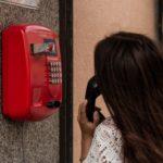 Die Angst vor dem Hörer: Was tun gegen Telefonphobie?