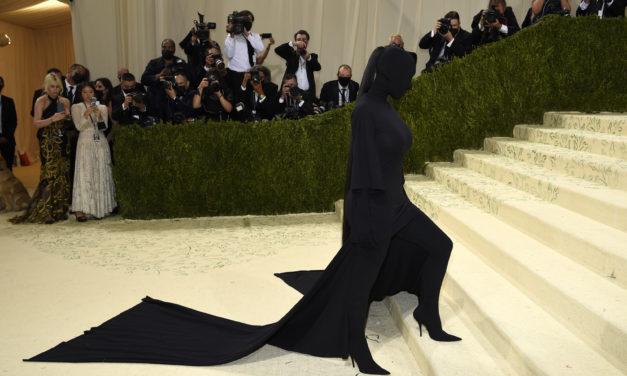 """Haute Couture Burka"": Kim Kardashian erntet Kritik für Met-Gala-Outfit"